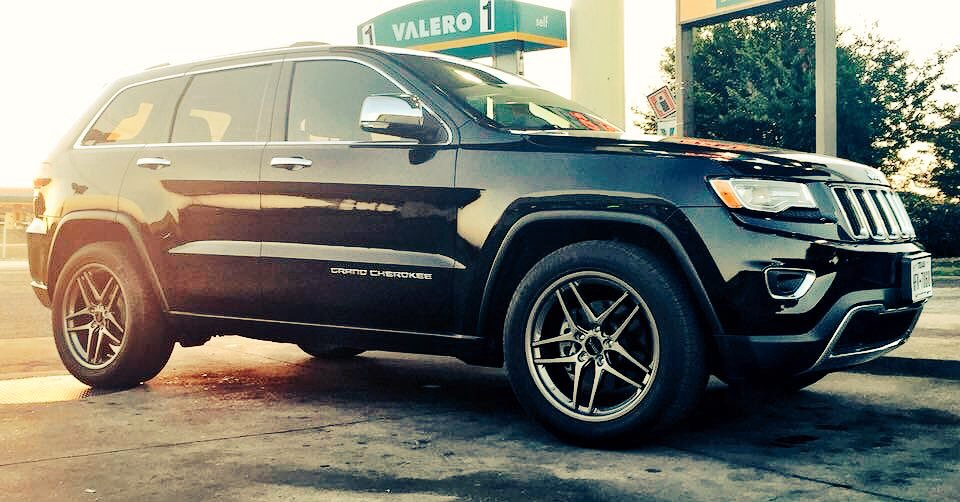 Jeep Grand Cherokee photo